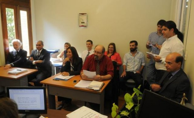 Pluna: López Mena dice que es víctima...y el PE sigue out