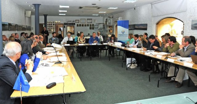 Los 19 directores de turismo con la ministra Liliam Kechichian
