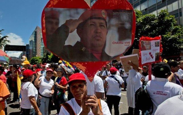 Venezuela reducirá el tamaño de la embajada de EE.UU. y pedirá visa a los turistas