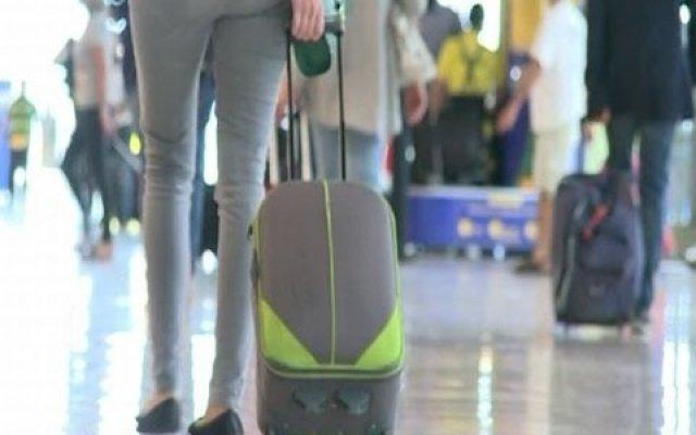Aeropuertos europeos endurecen revisión de equipaje de mano