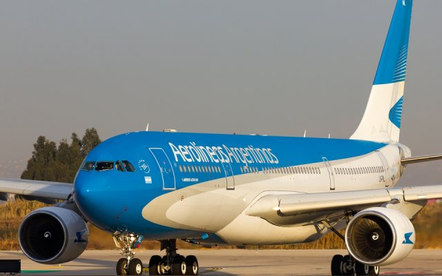 Aerolíneas Argentinas sale a cruce de nota del Profesor Hatum